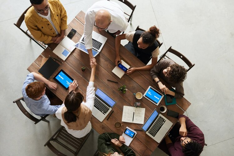 The Change and Adaptation of Corporate Meetings